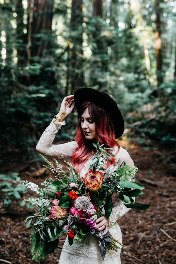 calling-all-cool-brides-and-grooms-this-hip-big-sur-elopement-is-for-you-8-600x900-600x900