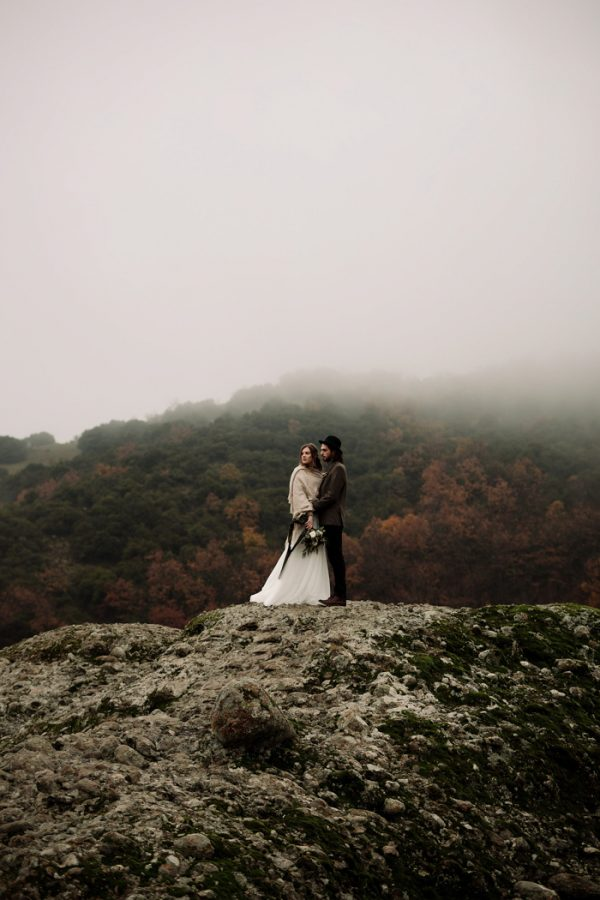 rugged-winter-cliffside-elopement-in-greece-11