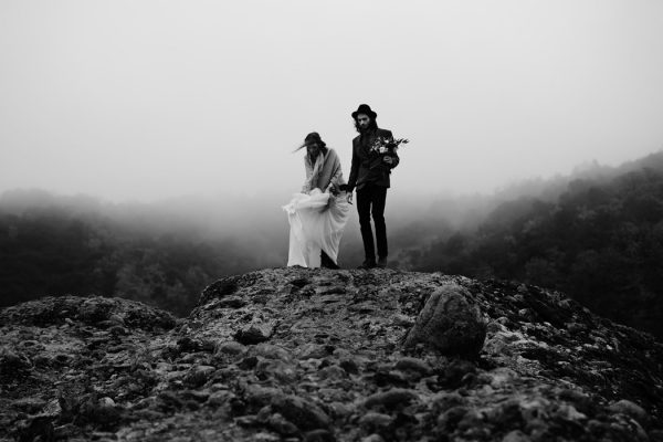 rugged-winter-cliffside-elopement-in-greece-12
