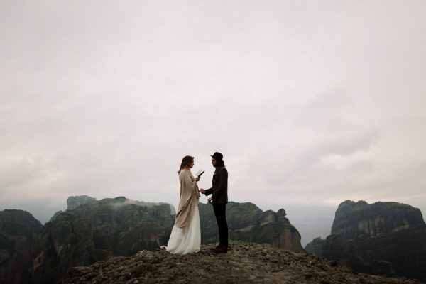 rugged-winter-cliffside-elopement-in-greece-15