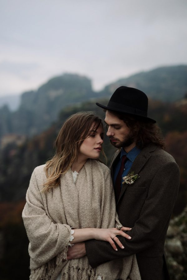 rugged-winter-cliffside-elopement-in-greece-21
