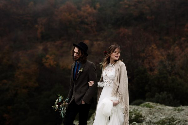 rugged-winter-cliffside-elopement-in-greece-6