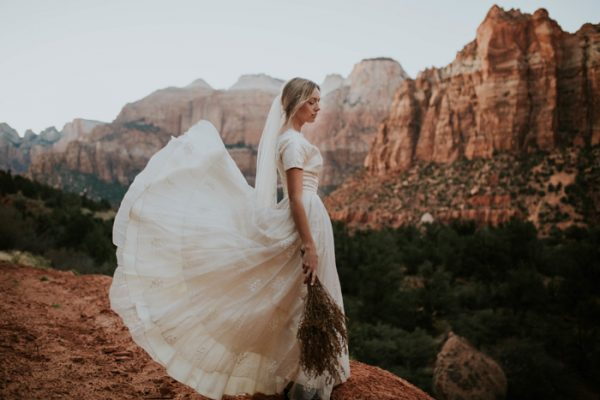 This Intimate Desert Wedding In Arizona Is Full Of