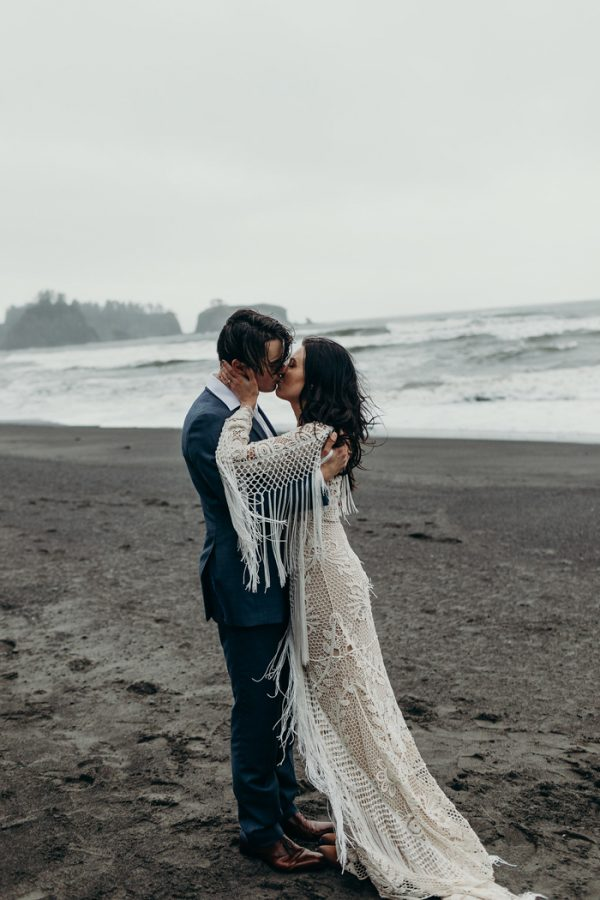 Free Spirited Rialto Beach Elopement On The Washington Coast Junebug Weddings