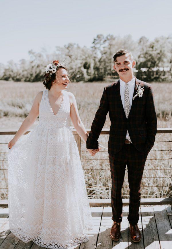Quirky Lakefront Savannah Ga Wedding At The Wyld Dock Bar Junebug Weddings