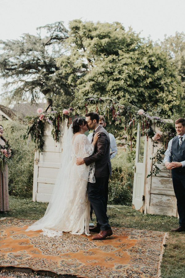 DIY Vintage Inspired Philly Wedding at Bartram's Garden | Junebug