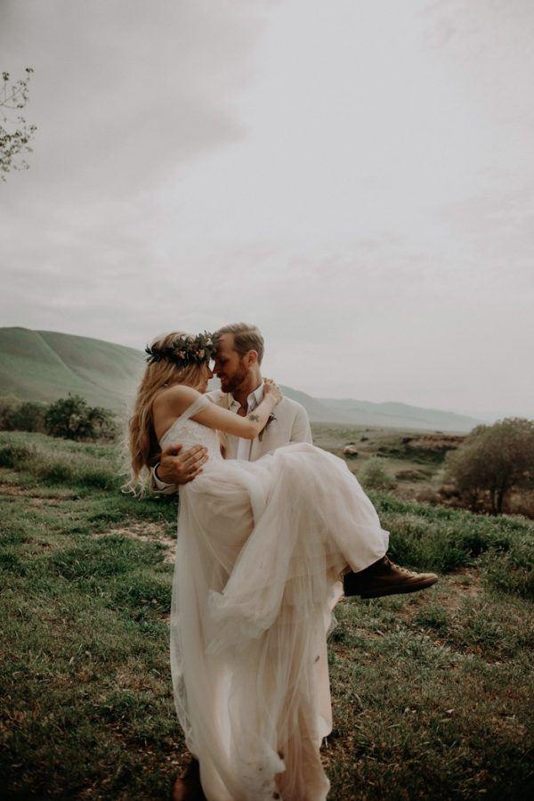 Wildly Romantic Wedding At Wind Wolves Preserve Junebug Weddings