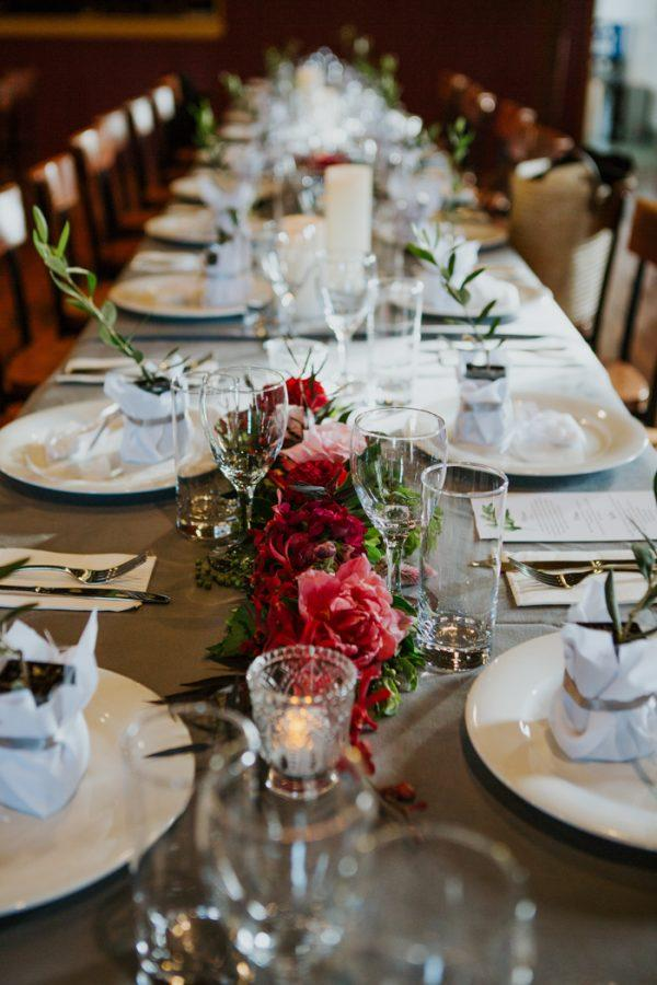 Festive queensland countryside wedding at obi obi hall junebug festive queensland countryside wedding at obi obi hall junebug weddings solutioingenieria Images