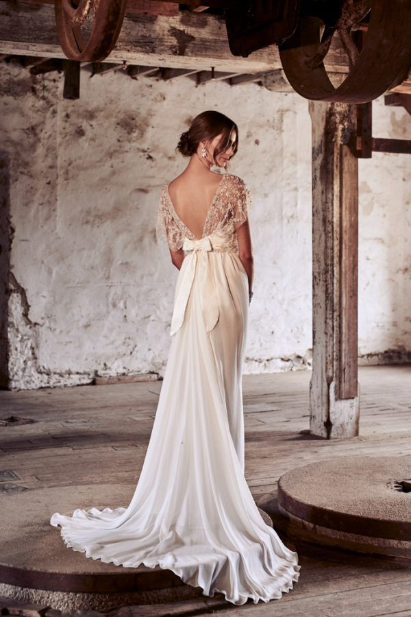 Celebrating 10 Years Of Anna Campbell Bridal With The Eternal Heart Collection Junebug Weddings