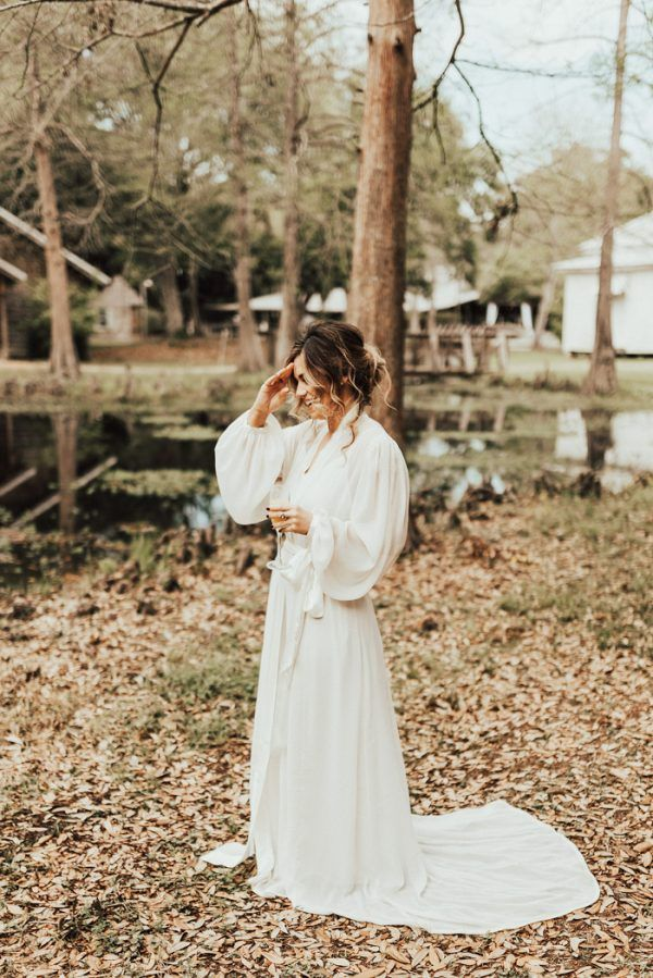 Laid back louisiana wedding with romantic vibes at acadian for Wedding dresses lafayette la