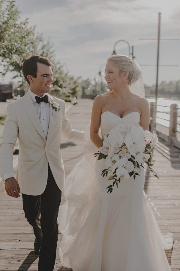 8be8fb0c28ed Simply Elegant Wilmington Wedding at the Brooklyn Arts Center ...