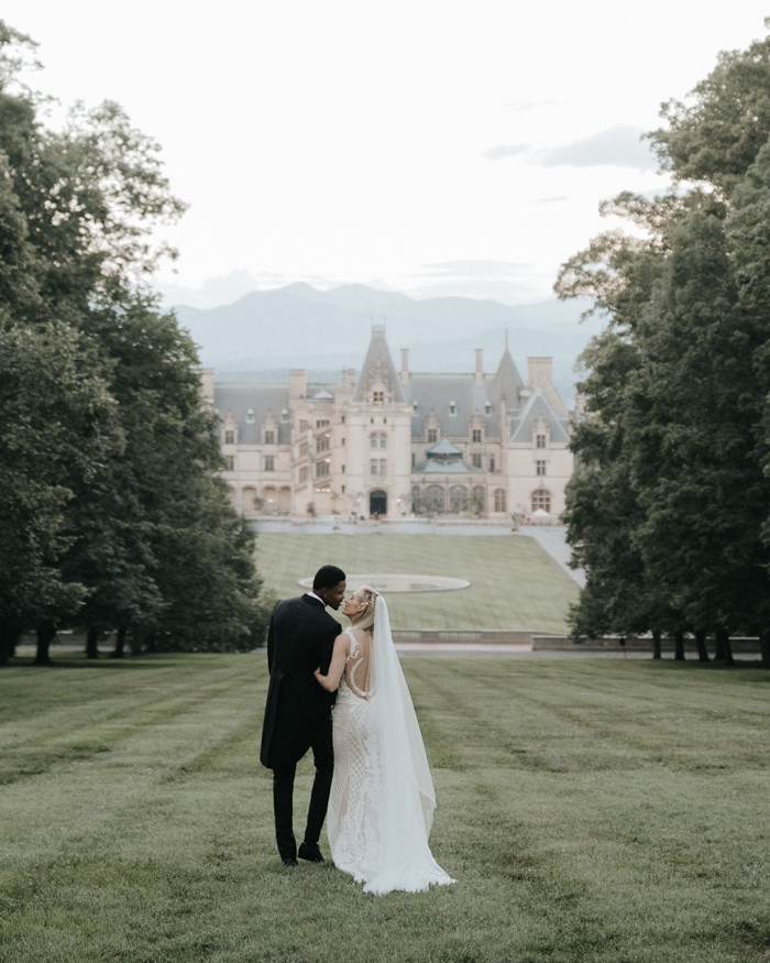 Samantha And Kent S Biltmore Estate Wedding Was The Epitome Of Romance This Nba Star His Sweetheart Said I Do On Terrace Before Making Their Way