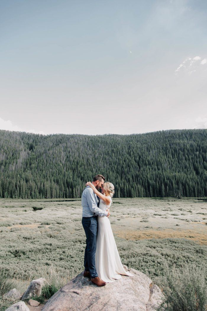 Colorado wedding wedding blog posts archives junebug weddings when planning their perfect day brittany and tyler wanted a breath taking spot in the middle of nowhere somewhere new and unexpected for their out of town junglespirit Image collections