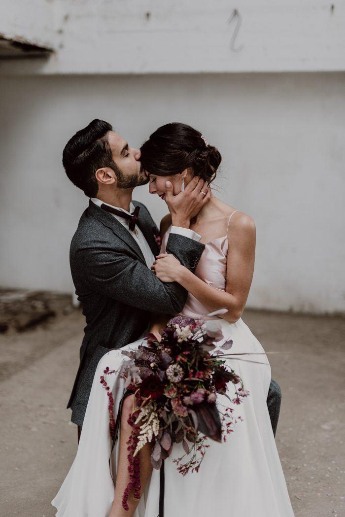 Burgundy and Black Fall Wedding Inspiration at Papiermühle Homburg ...