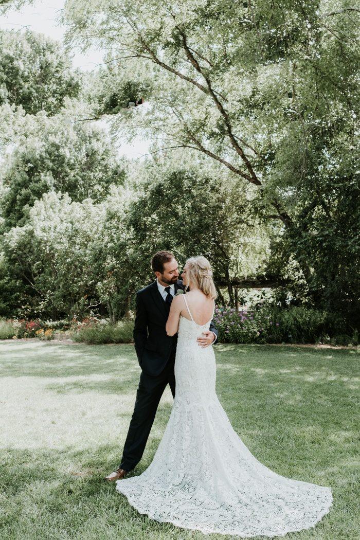 Erica and Steveu0027s garden wedding at Botanica incorporated all of their favorite local vendors and a fun eclectic mix of all of their favorite and most ... & Whimsical DIY Garden Wedding at Botanica Wichita | Junebug Weddings