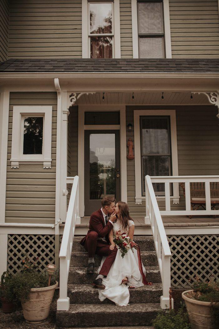 Stylish outdoor oregon wedding at clackamas river farm for Wedding dress rentals portland oregon