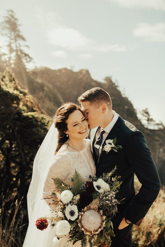 Taylor And Johnny Knew That To Pull Off A Truly Vintage Inspired Feel In Their Cannon Beach Wedding The Details Couldn T Just Be Pretty They Had