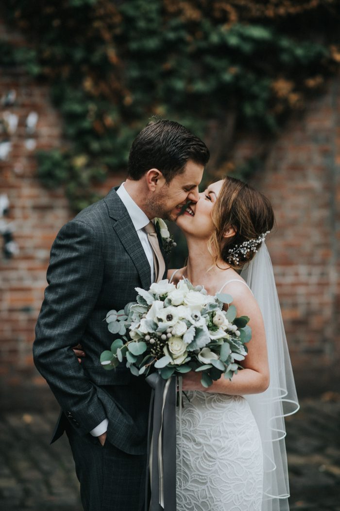We Are So Into The Cozy Vibes Meghan And Kash Created For Their Winter Wedding At Axis Pioneer Square This Venue Features Seattle S Iconic Red Brick