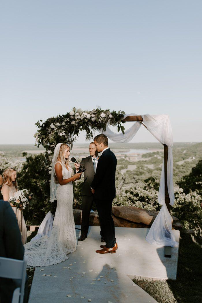 Chic Tulsa Barn Wedding at Dream Point Ranch | Junebug ...