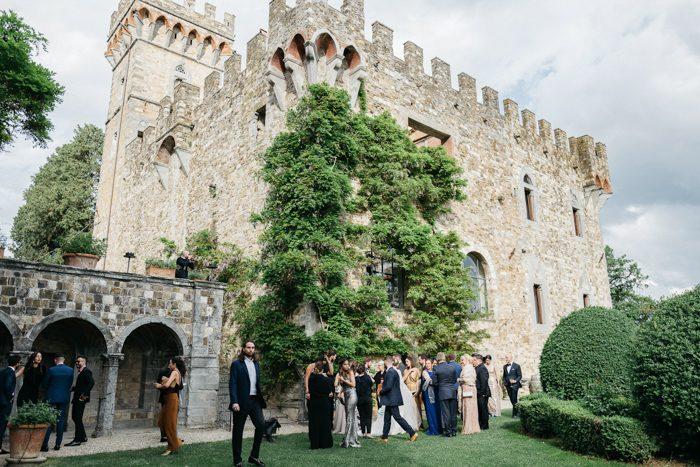 que suis je? où suis je?Martin 8 octobre trouvé par Ajonc et Martine - Page 3 Fairy-tale-tuscany-wedding-at-castello-di-vincigliata-stefano-santucci-50-700x467