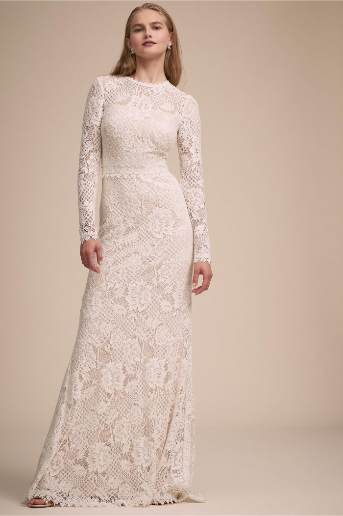 799812e1c84 27 Fall Wedding Dresses That Are Cool   Cozy