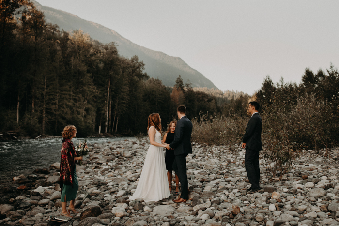 This Folksy Vedder River Elopement in Chilliwack, British Columbia