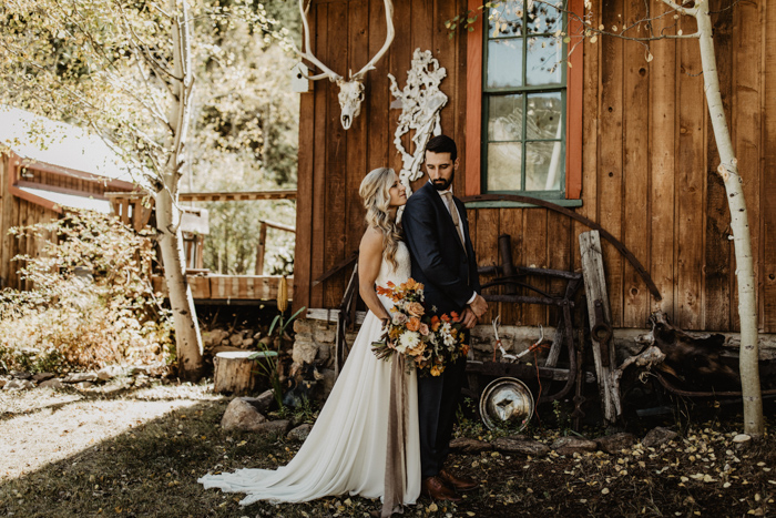 47ff1c862d7 Rustic charm and earthy elegance were on full display in Mallory and  Tyler s Colorado wedding at Blackstone Rivers Ranch! The couple knew this  dreamy ...