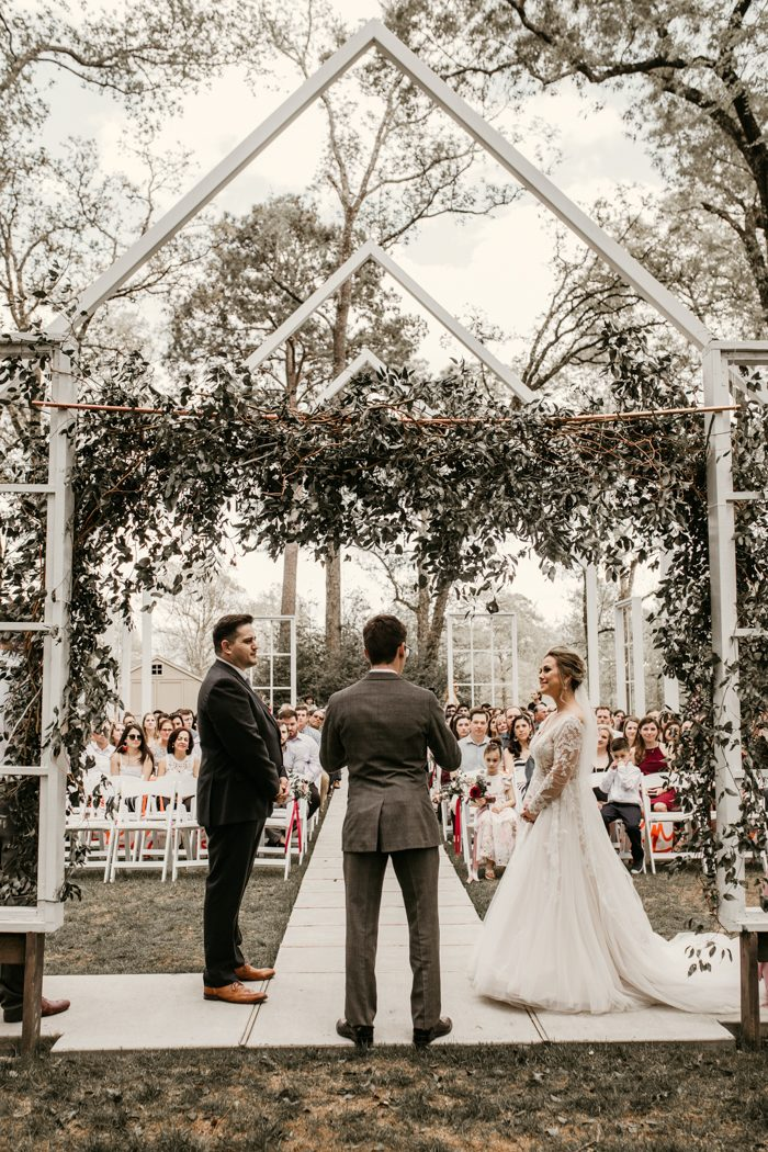 2e92af6c712 photo by Payton Hartsell Photography Calling all couples planning a Houston  wedding – this post is for you! The Big Fake Wedding Houston brought  together a ...